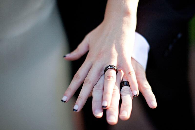 bague mariage main id es et d 39 inspiration sur le mariage. Black Bedroom Furniture Sets. Home Design Ideas