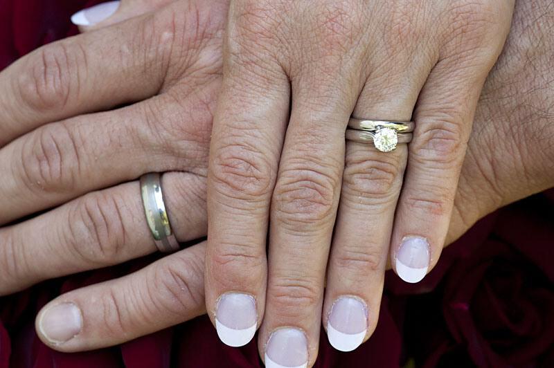 Bague de fiancaille mariage main