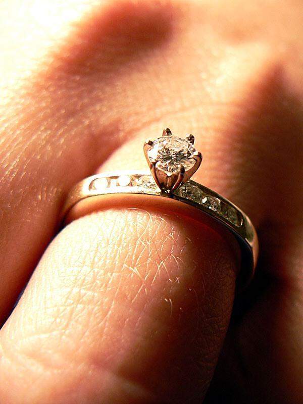 bague de mariage homme quel doigt bijoux la mode. Black Bedroom Furniture Sets. Home Design Ideas